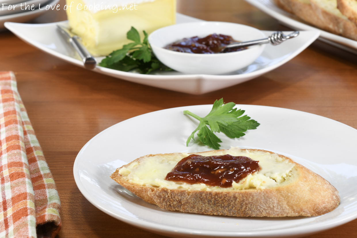 Garlic Crostini with Brie and Sweet & Spicy Tomato Jam