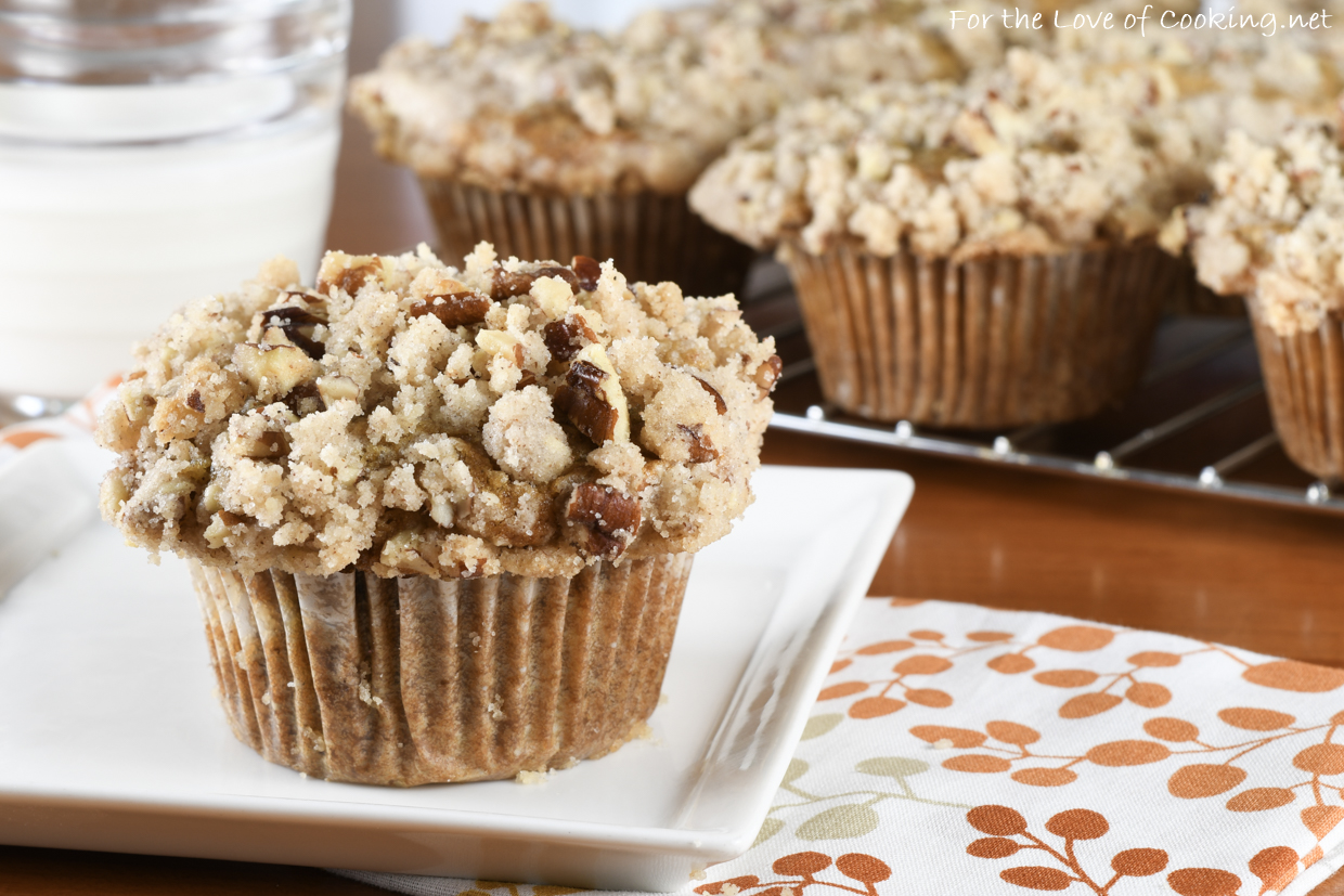 Caramelized Banana Muffins with Cinnamon Pecan Crumb Topping