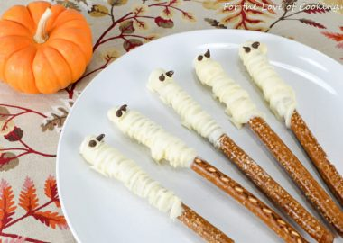 25 Party Recipes to Make Halloween Spooktacular!!