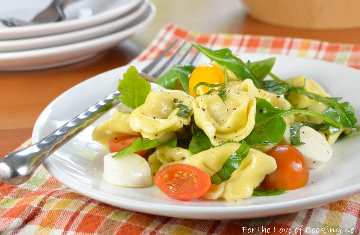 Cheese Tortellini Pasta Salad with Tomatoes, Arugula, and Mozzarella