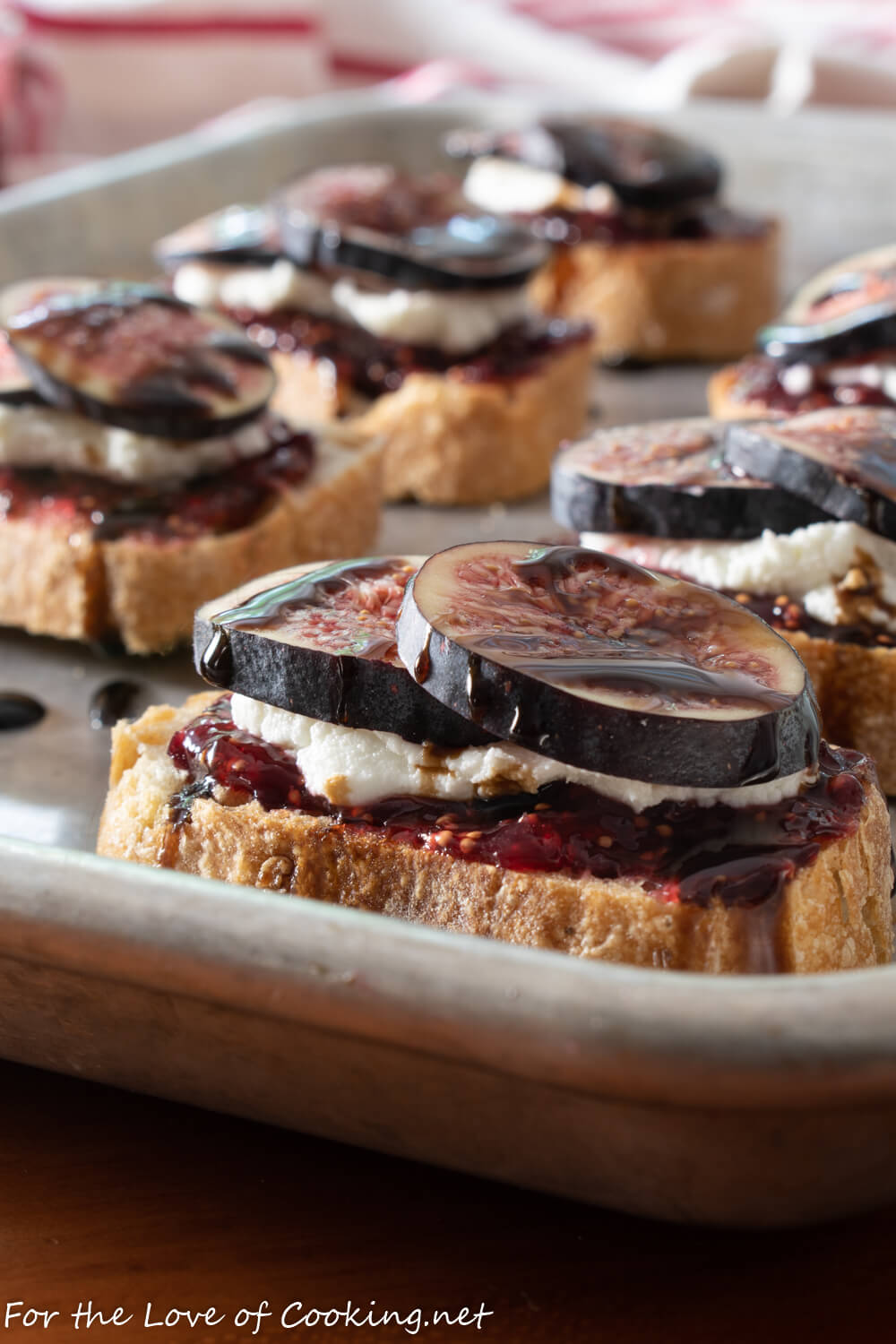 Fig and Goat Cheese Crostini with Balsamic Glaze